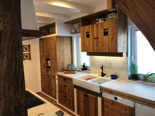 Küche aus geölten Kiefer Altholzplatten